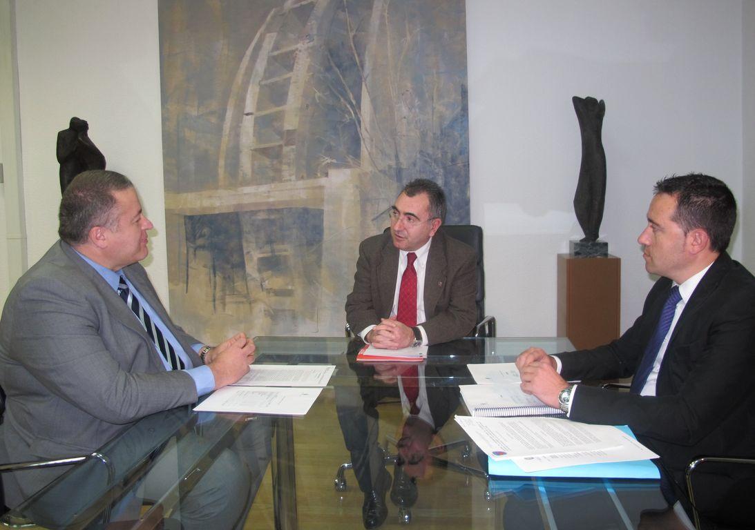 Reunión con el Consejero de Presidencia | Excmo. Ayuntamiento de La ...