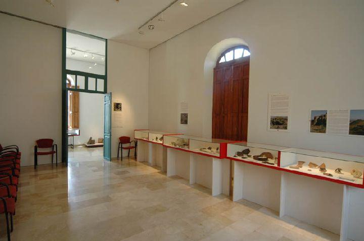 [La_Union_Museo_Arq_Portman]_Algunas_de_las_vitrinas_del_Museo
