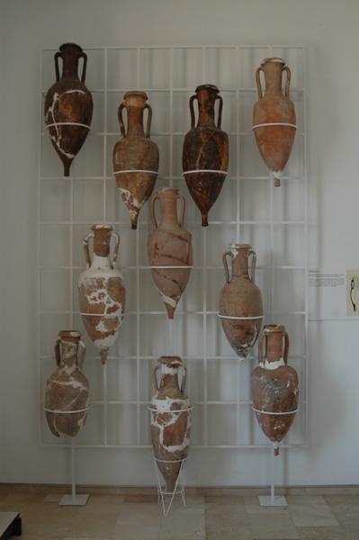 [La_Union_Museo_Arq_Portman]_Exposicion_de_anforas_en_el_Museo_Arqueologico_de_Portman
