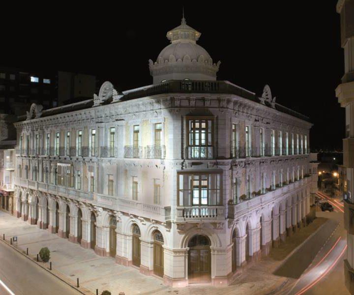 10-fachada_nocturna